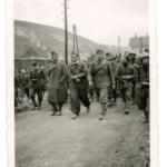 Partigiano scortato da soldati italiani per essere fucilato presso Delnice, Croazia, nel 1942