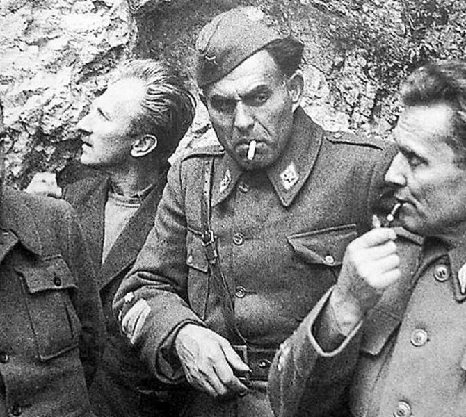 Edvard Kardelj, a sinistra, e Jozip Broz Tito, a destra