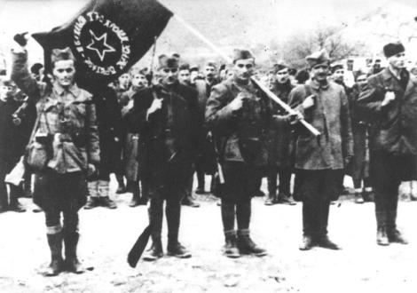 Il 3° Battaglione della 1° Brigata Proletaria riceve la bandiera a Foča il 5 marzo 1942