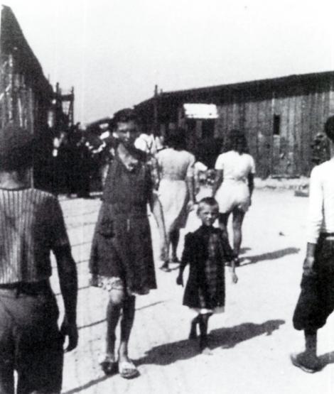 Madre e figlia nel campo di Gonars