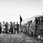 Tito ispeziona la prima brigata proletaria il 7 novembre 1942 a Bosanski Petrovac