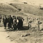 Partigiani in marcia verso il tribunale militare italiano