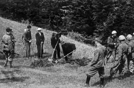 Condannati devono scavarsi la fossa prima dell'esecuzione