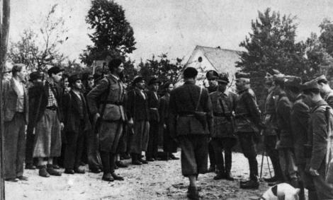 Il generale Mario Robotti visita un'unità della Milizia volontaria anticomunista (MVAC)