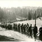 La quarta brigata proletaria montenegrina in marcia attraverso la Zelengora verso la Bsnia, giugno 1942