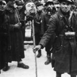 Testa di partigiano infissa su di un palo da un milite italiano